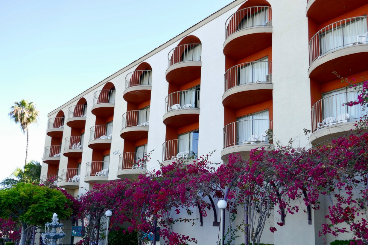 Comfortable Long Beach Hotel Accommodations